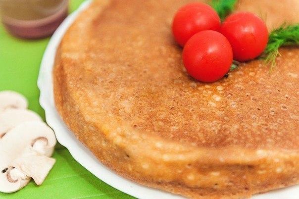 блинный пирог что нужно: блины 1012 шт.грудка куриная (отваренная) 1 шт.шампиньоны 500 гсыр твердый 400 гсоль по вкусумасло растительноечто делать: * в смазанную маслом форму выложить блин на