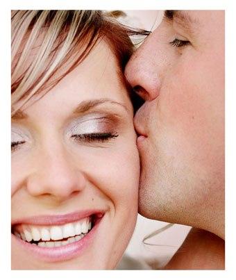 В семейной жизни всё так же, как в парном танце. Всё внимание приковано к женщине, но ведущим является мужчина. Женщина проявляет гибкость, а мужчина выполняет поддержку, не давая ей упасть. Мужчина руками устанавливает границы для движения женщины, а женщина выражает себя, как ей нравится, внутри этих границ. Мужчина задаёт направление, а женщина следует за движением мужчины. И самое главное для гармоничного танца - умение чувствовать друг друга, доверять и тонко улавливать настроение…