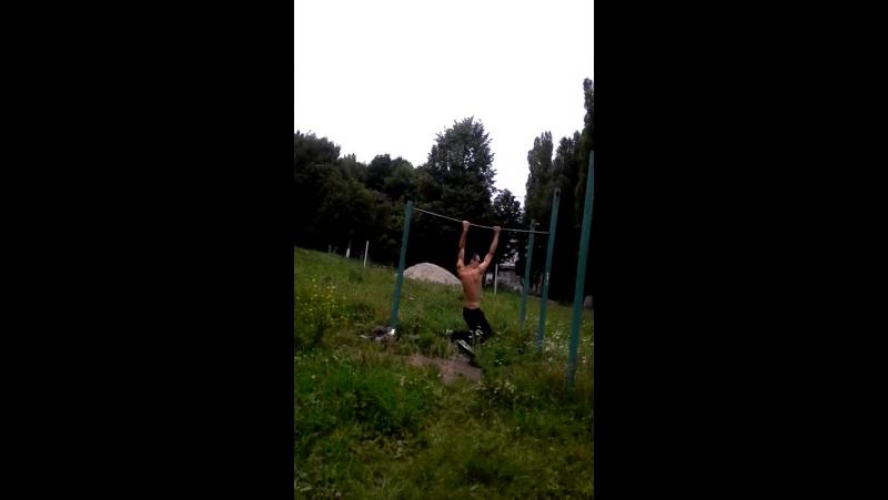 Пронос Ног между Рук Над Турником и Гробик на 180