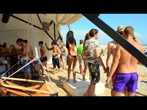 Танец на пляже_танцуют_клубняк_музыка