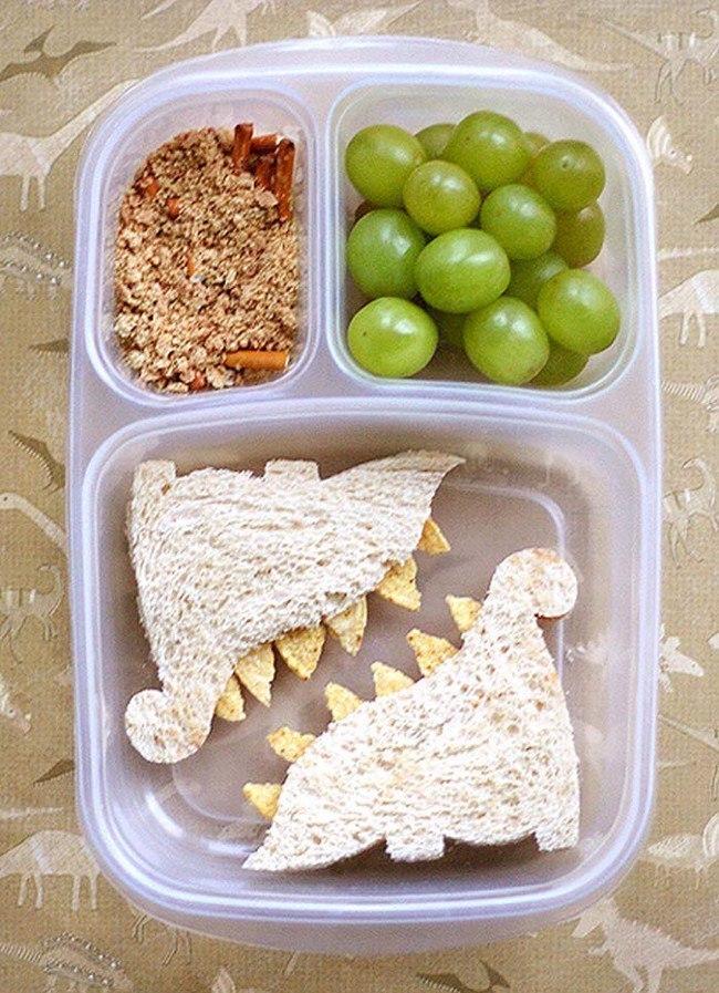 Приспособление для нарезания забавных сэндвичей в виде динозавров