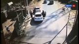 Битами и лопатами уроженцы Чечни жестоко избили полицейского на переправе в Тюмени - Вести 24