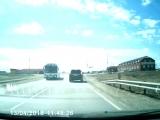 Под Камышином у автобуса оторвалось колесо и угодило в автомобиль!