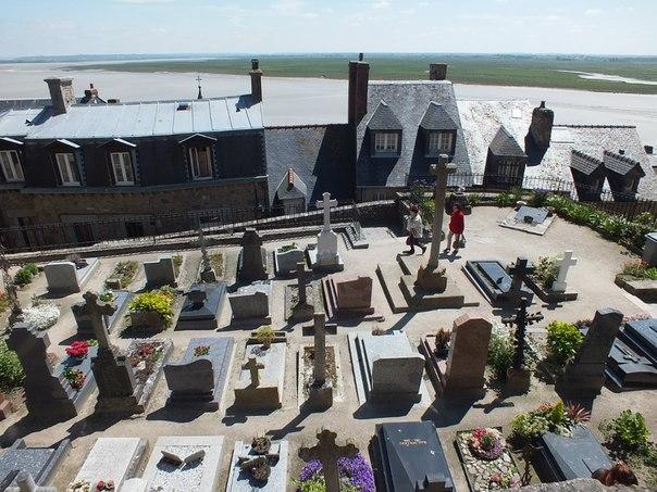 средневековое кладбище