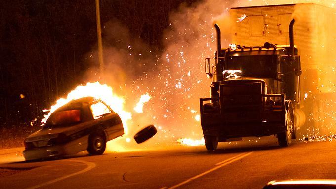 грузовик и взрыв
