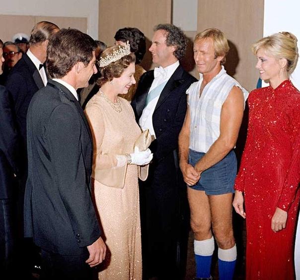 Встреча крокодила Данди (Пол Хоган) с Королевой Елизаветой в Сиднейской опере.