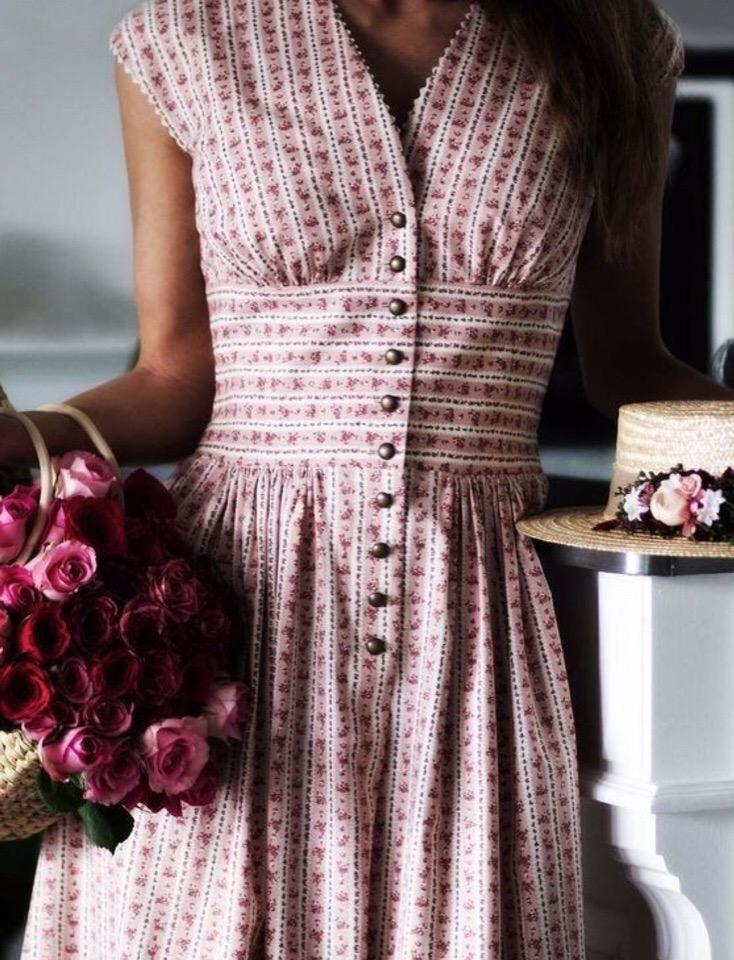 Очень хочется сшить вот такие платья ️ Может, не мне одной они оооочень нравятся?