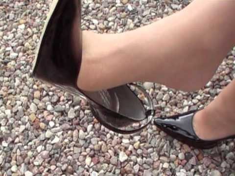 Shoeplay in 5 inch Pumps