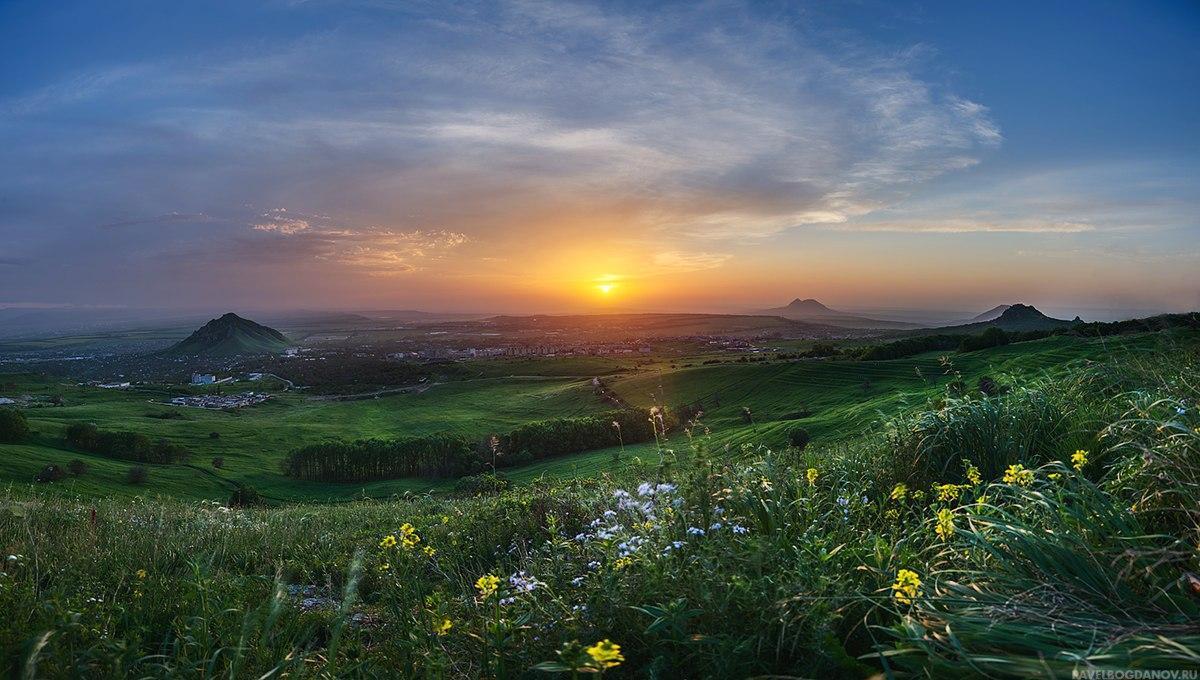 Панорама на западном склоне Бештау рядом с дорогой