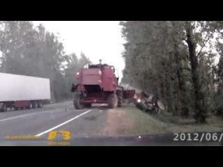 ДТП. Трактор против комбайна