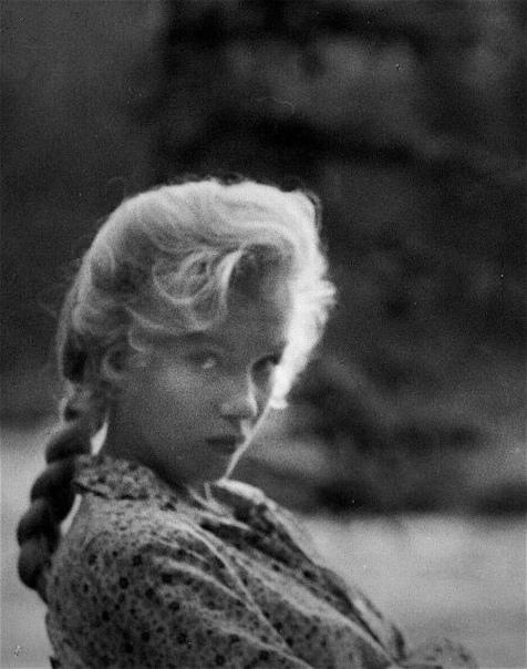 Кадр из фильма «Река, не текущая вспять», Мэрилин Монро.