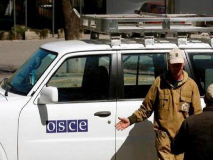 Силовики ДНР проверяют машины СММ ОБСЕ под Горловкой и вот для чего