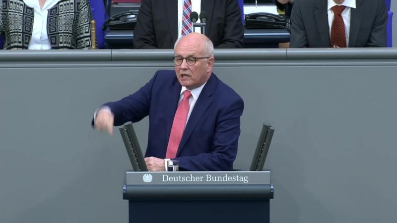 Kauder liest Weidel im Bundestag die Leviten- -Sie sind erst mal ruhig und hören zu-