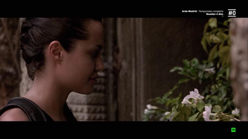 Lara Croft Tomb Raider (2001) sexy escene angelina jolie 08