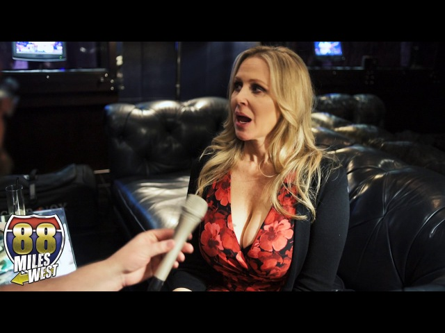 Interview with Julia Ann at the AEE