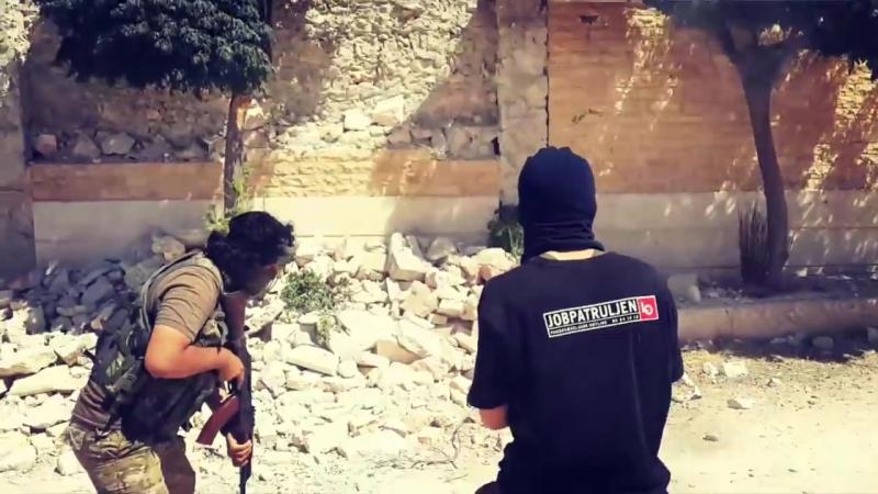 Стрельба бойца по камням