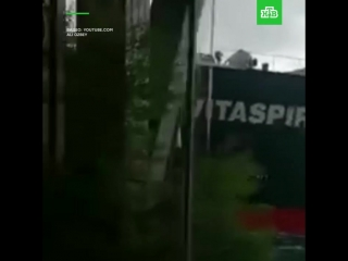 Гигантский корабль въехал в кафе