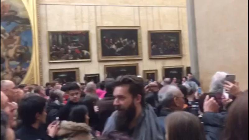 Очередь к Мона Лизе