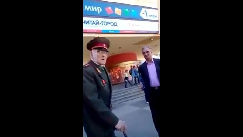 Советский генерал поставил на место полицая