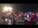 Московская фан-зона сходит с ума от счастья под певицу Акулу