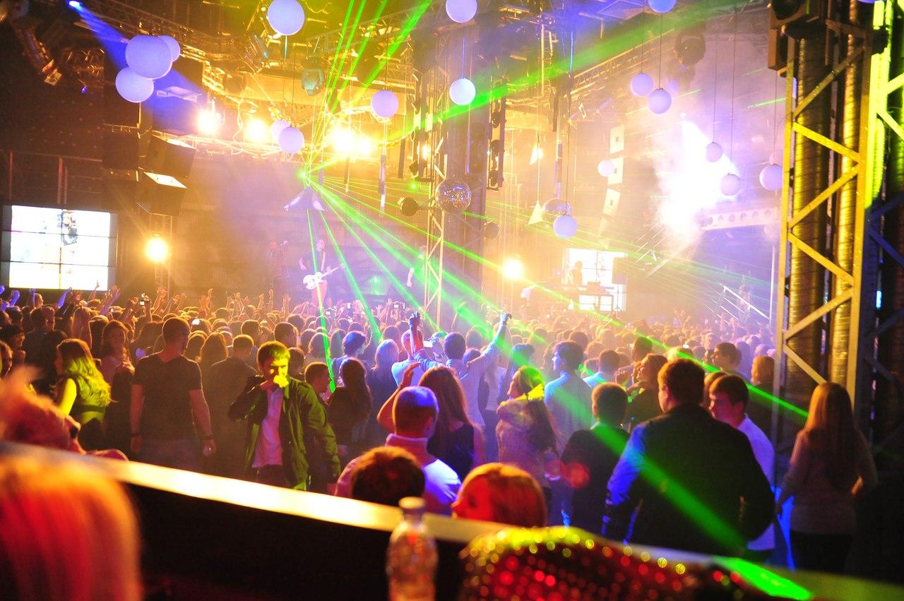 Трахнул на танцполе в клубе 26 фотография