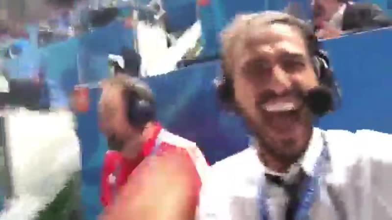 Эмоции Леонида Слуцкого и Евгения Савина после победы сборной России на ЧМ над Египтом (3:1)