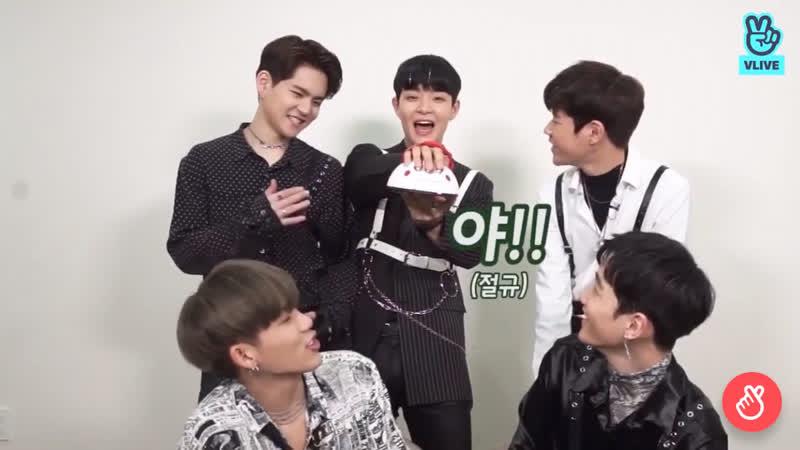 Behind pd cam2 jihoon is the funniest