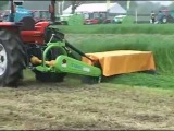 Японский трактор помощник при заготовке сена