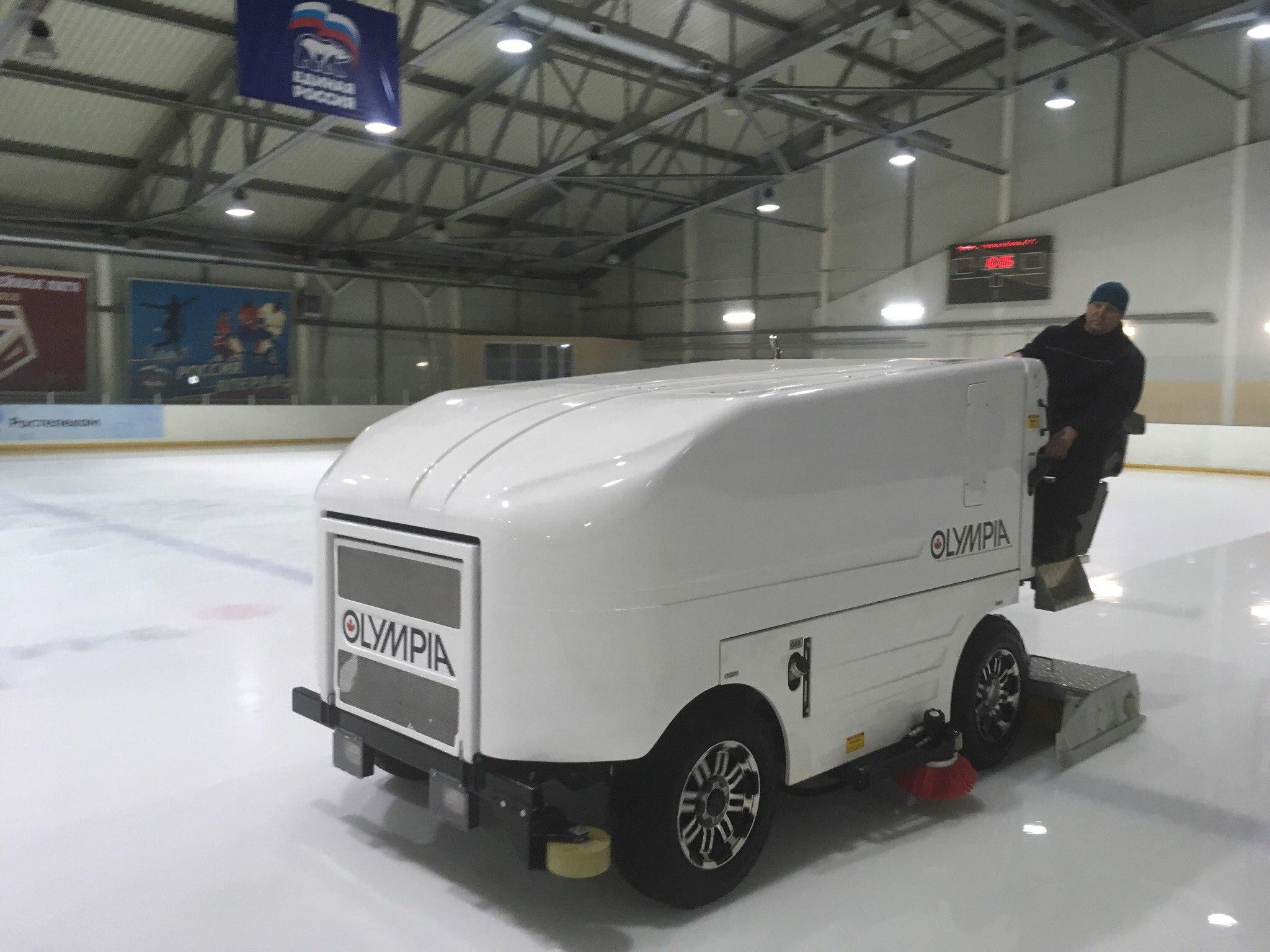 У спорткомплекса «Арена» новая машина для заливки льда