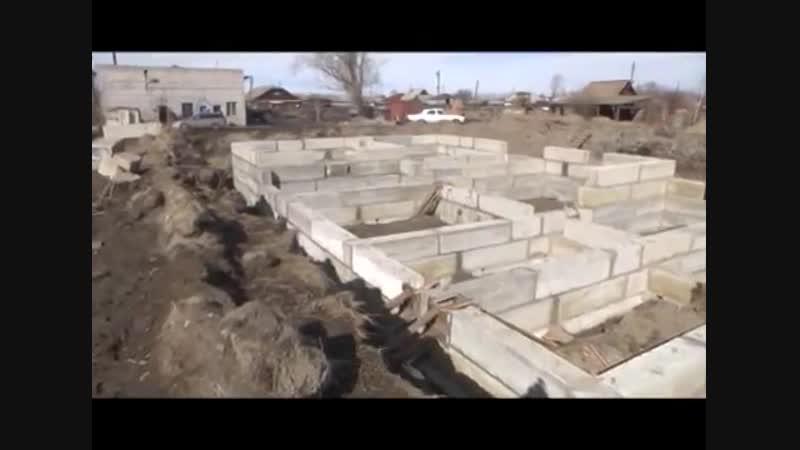 В Шушенском строят дом для переселенцев. Март 2016