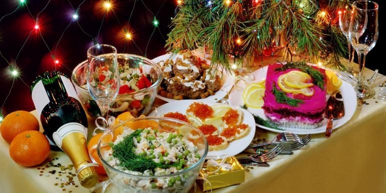 Что накрыть на стол на Новый год 2019 на удачу, богатство | Блюдо удачи, приметы