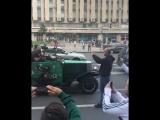 Ничего особенного, просто медведь с дудкой в Москве