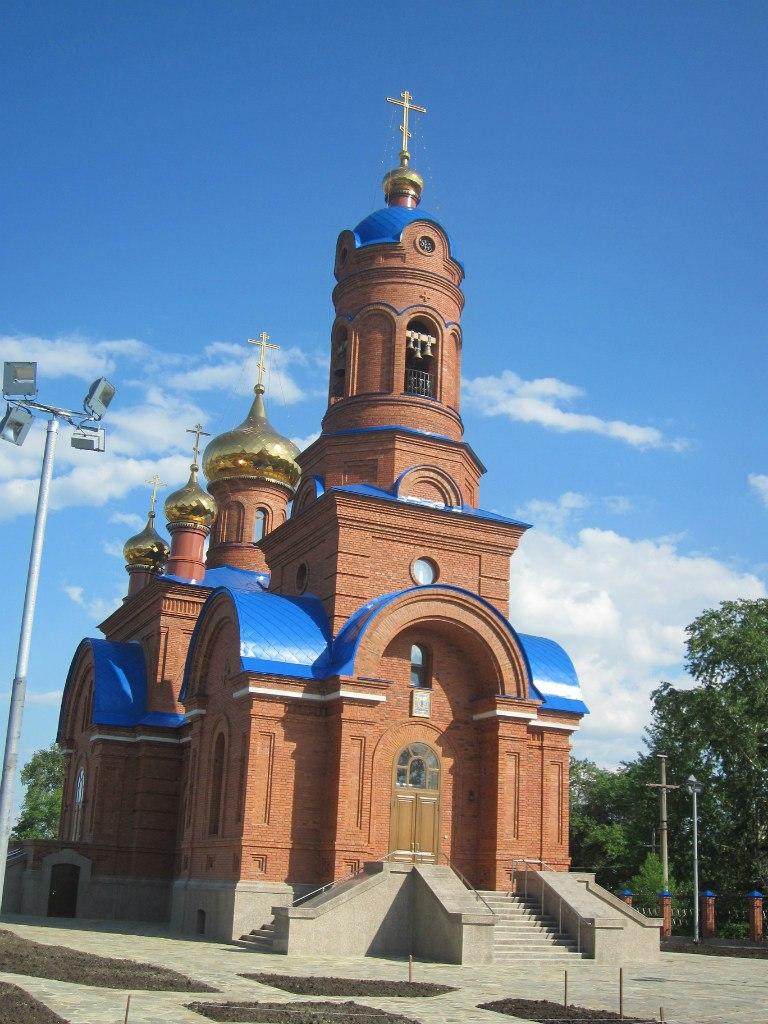 Храм в Полетаево в лучах заходящего  солнца (03.07.2014)