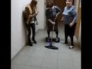 67-летняя жительница Оренбургской области моет полы