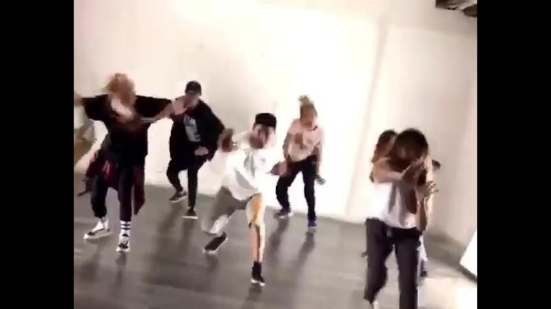 они очень классно танцует 😍😍👍