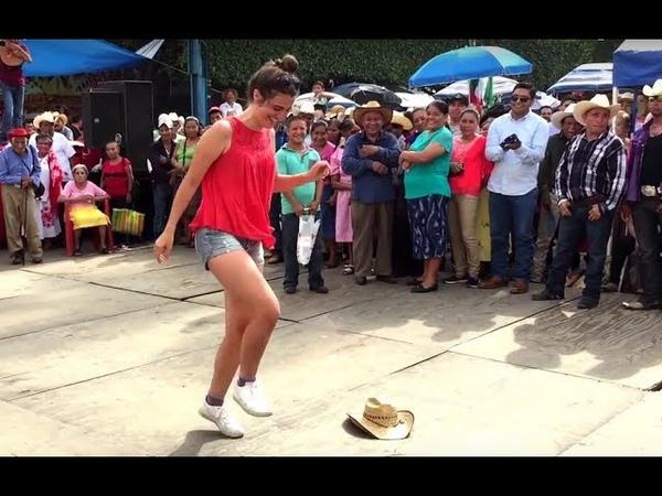 Francesa bailando el Son Solito en Xilitla SLP (huapango huasteco)
