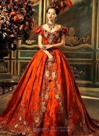 Винтажное фото девушки в бальном платье