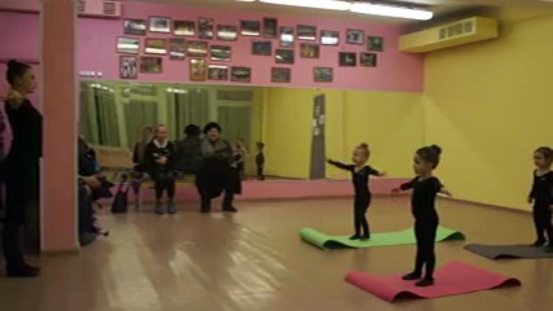 Контрольный урок 14.12.15 ТС Первые шаги младшие(3-4 года) детский танец
