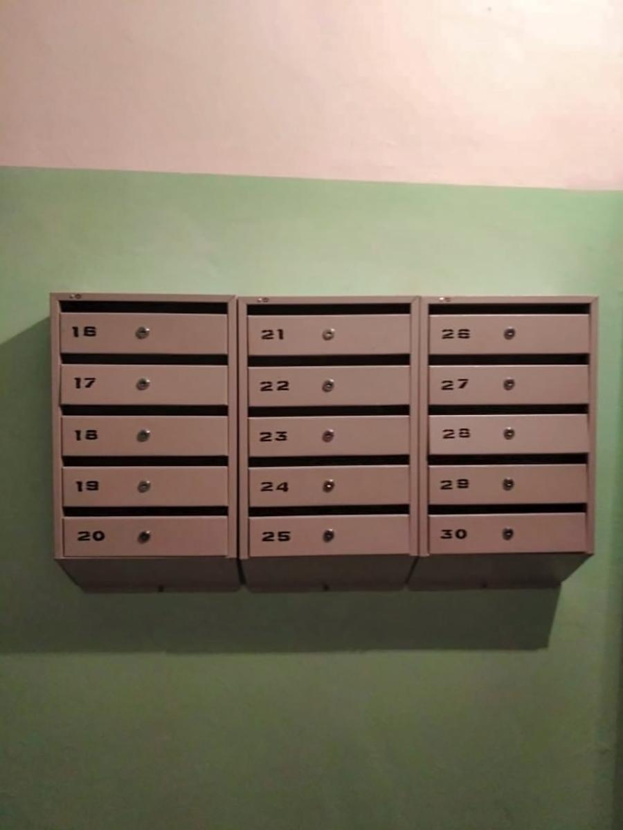 Установили новые почтовые ящики на Испытателей, 1