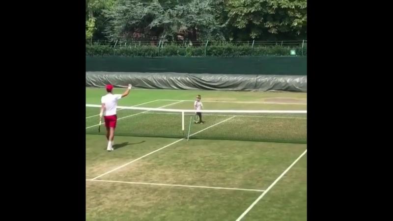 Джокович с сыном на тренировке