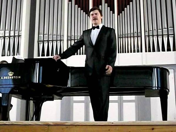 Поёт Данилов Роман Игоревич бас, ария Лепорелло из оперы Дон Жуан.