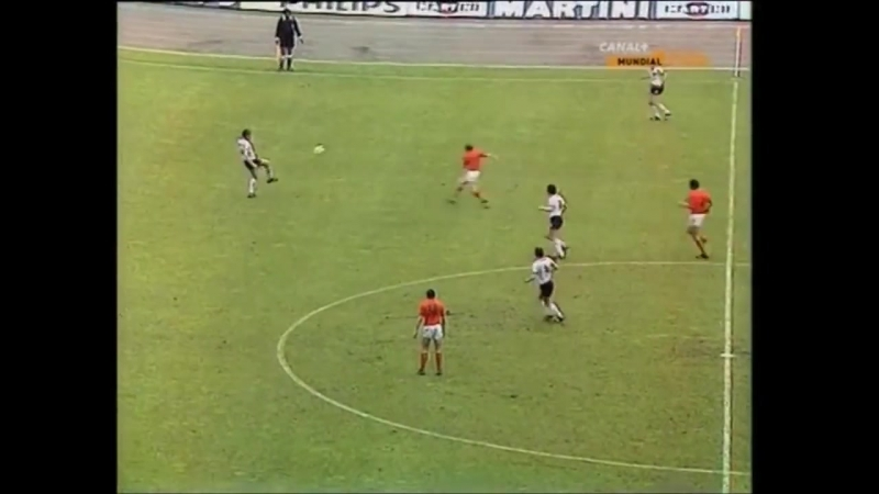 NETHERLANDS OF 1974 HUNTING FOR THE BALL ¦ The hard pressing of Total Football