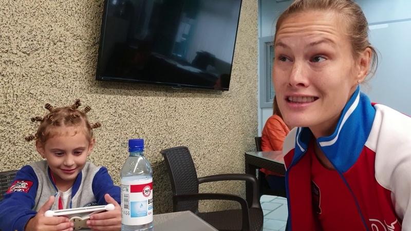 Анна Волобуева и ее пятилетняя дочь Милана - бегунья-стайер и спринтер, фигуристка и тхэквондистка