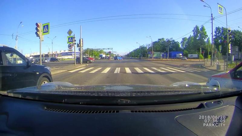 ДТП на перекрестке Софийской и Дунайского