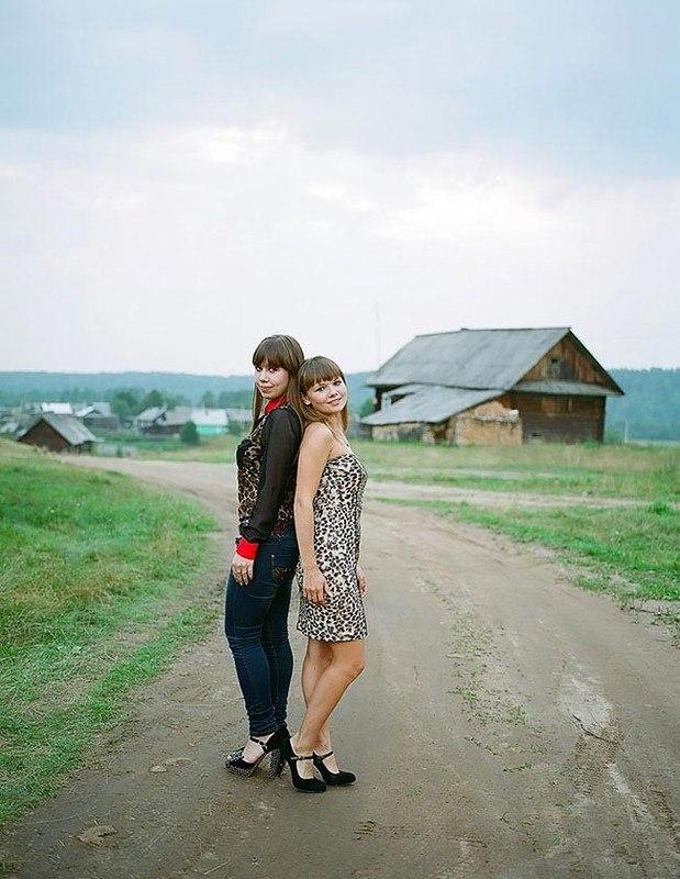 wHNzmNFfqrs - Есть девушки в русских селеньях: фоторепортаж из глубинки