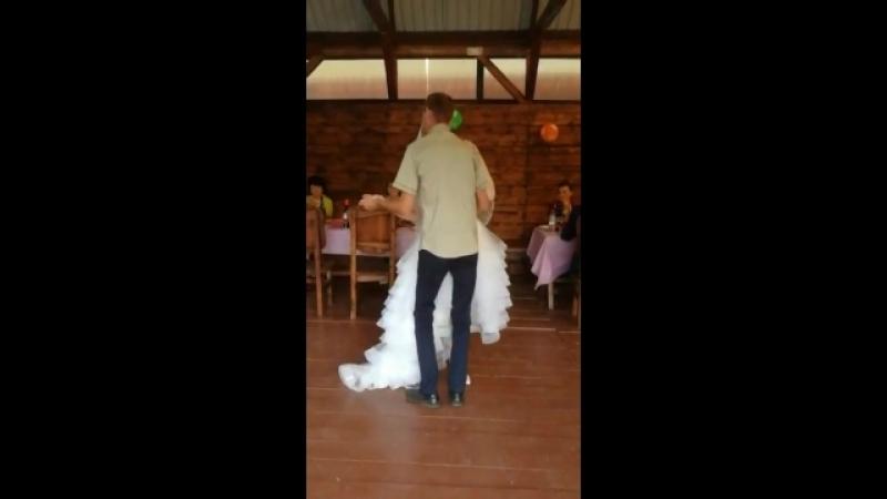 Белый танец на свадьбе с папой.
