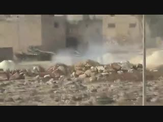 Техника и бойцы САА попадают под фланговый огонь повстанцев в Каламуне