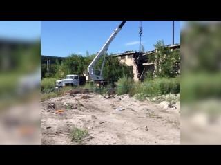 В Кунгуре из-под завалов рухнувшего заброшенного завода спасают человека