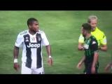 Succede di tutto dopo il gol della bandiera del Sassuolo Douglas Costa prima con un tentat