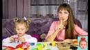 Видео для детей. Мороженое из пластилина плей до. Милана готовит с мамой. Play Doh Ice cream.